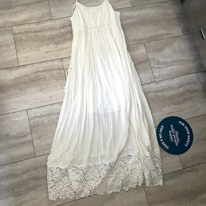 Long white maternity dress with lace bottom sz lg